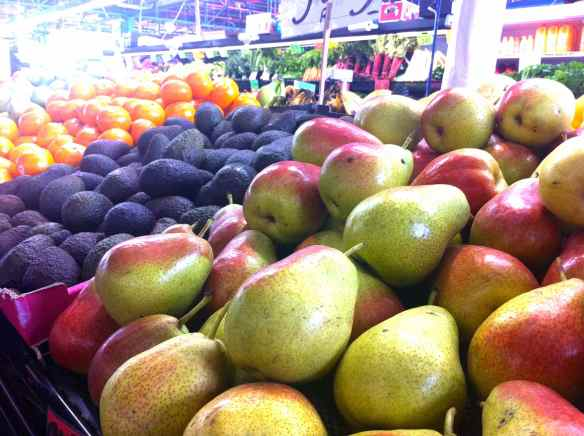 Row of pears and avocados at Prahan Markets